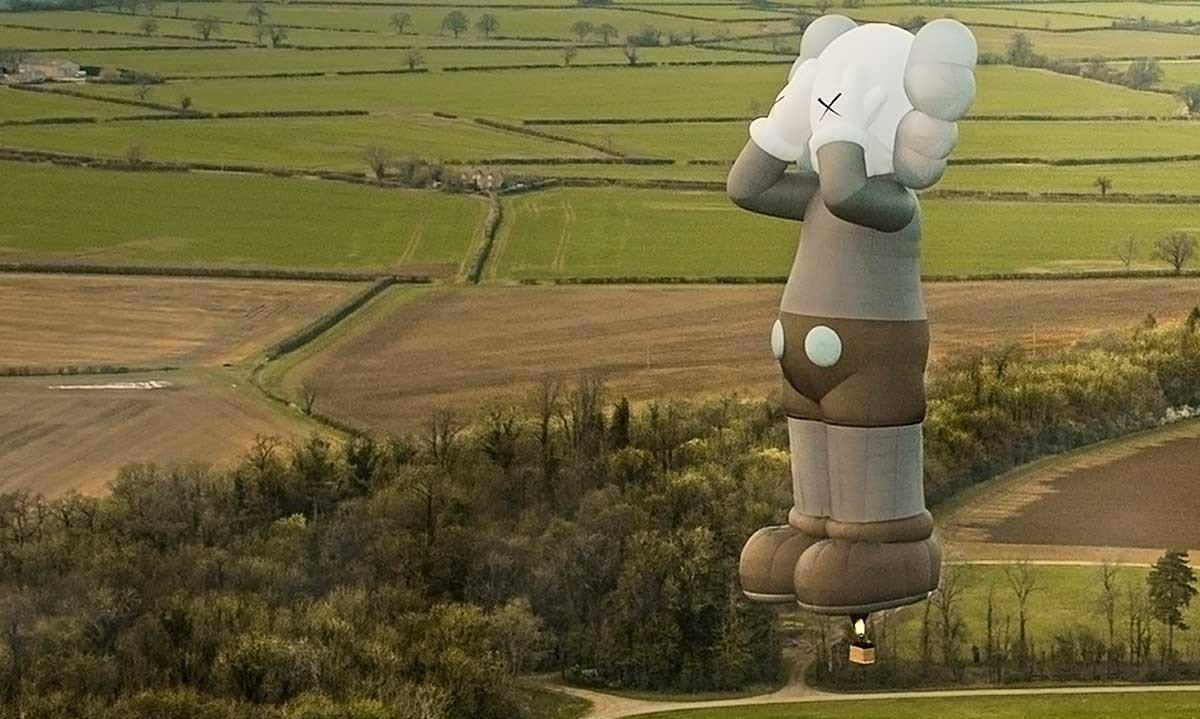 kaws holiday mongolfiera Bristol